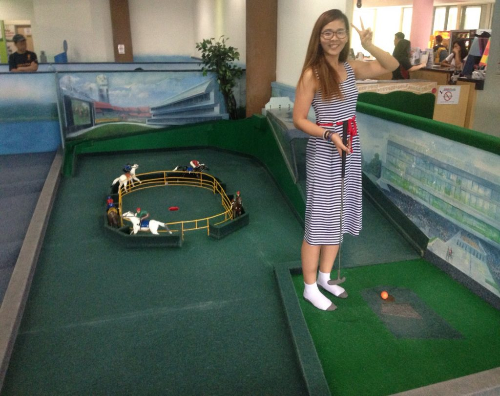 indoor mini golf clubs